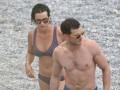 Джейми Дорнан с женой и Дакотой Джонсон отдохнули на пляже во Франции
