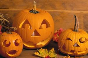 На Хэллоуин традиционно вырезают Джека-фонаря