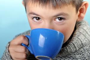 Зеленый чай можно пить детям, однако не больше 3-4 маленьких чашек
