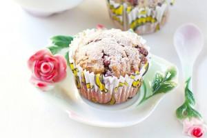 Готовые кексы посыпать сахарной пудрой