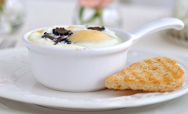 Рецепт                  Завтрак выходного дня: Яичница с грибами в духовке