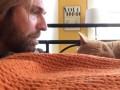 Реванш: как мужчина отомстил коту, который будит его рано утром