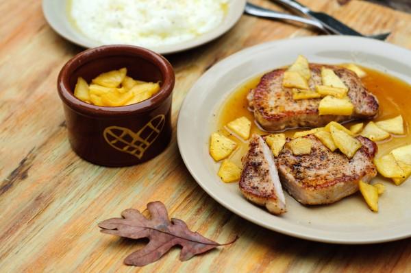 Рецепт                  Свиные стейки с яблоками