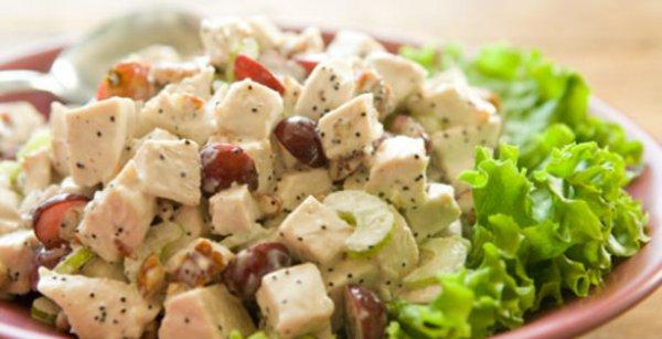 Рецепт                  Праздничный салат из курицы с виноградом