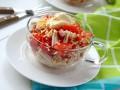 Как приготовить салат из крабовых палочек с помидорами и сыром (видео)
