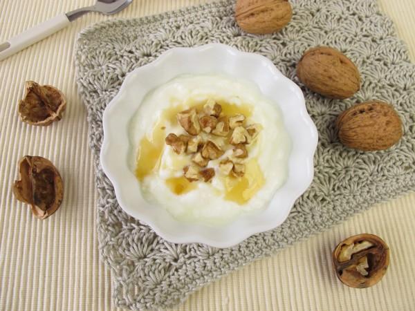 Рецепт                  Греческий йогурт с медом и орехами