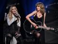 Мадонна поцеловала Тейлор Свифт на концерте