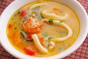 Кто останется равнодушным перед супом с таким количеством морепродуктов?