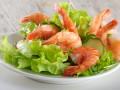 Новогодние рецепты: Салат из креветок с огурцами