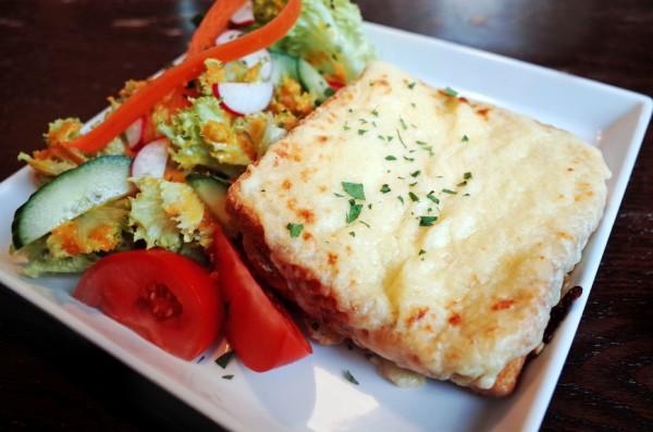 Рецепт                  Горячие бутерброды с сыром и ветчиной
