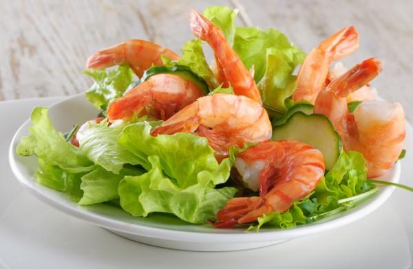 Рецепт                  Новогодние рецепты: Салат из креветок с огурцами