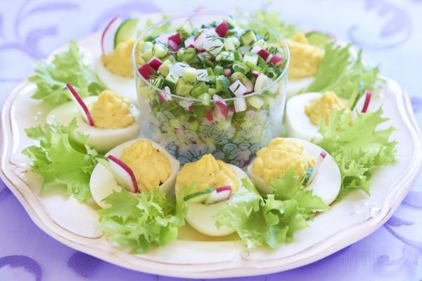 Рецепт                  Пасхальные рецепты: Весенний салат из редиса и огурцов