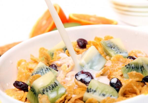 Рецепт                  Хлопья с фруктами и йогуртом