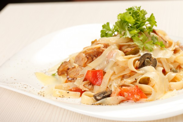 Рецепт                  Паста с курицей и оливками