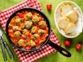 Свиные фрикадельки с беконом в томатном соусе