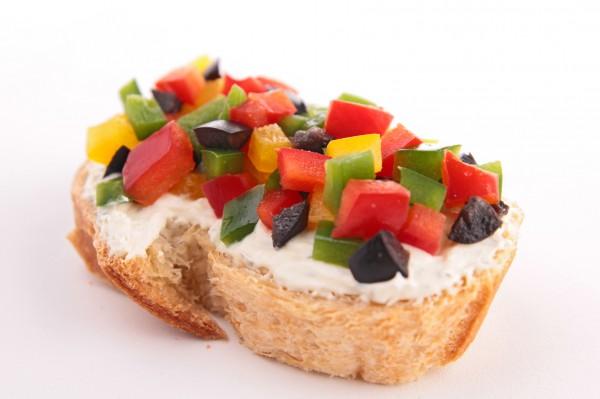 Рецепт                  Брускетта с маслинами и сладким перцем