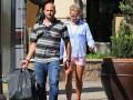 Бритни Спирс похвасталась стройными ногами в коротких шортах
