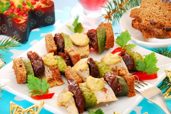 Рецепт                  Новогодние канапе из сельди