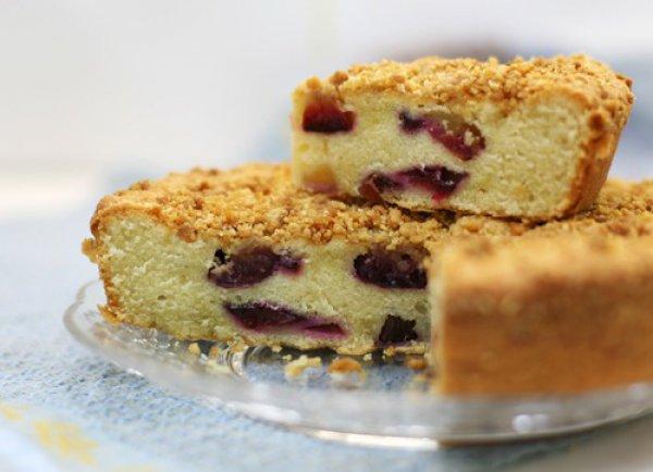 Рецепт                  Сливовый пирог с миндальной корочкой