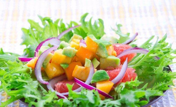Рецепт                  Приготовь салат с хурмой и авокадо