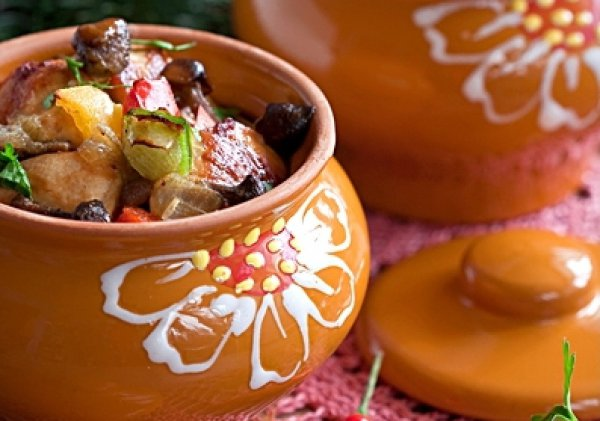 Рецепт                  Опята с куриным филе в горшочках