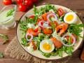 Салат на 8 марта из лосося и овощей