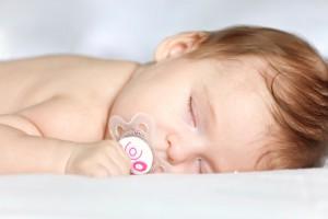 Ребенка нельзя оставлять спать при свете, иначе можно сбить работу часовых генов