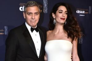 Джордж Клуни впервые вышел в свет с беременной женой