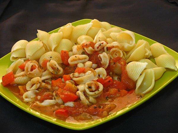 Рецепт                  Паста с кальмарами и томатным соусом