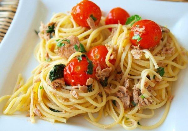Рецепт                  Спагетти с тунцом и помидорами черри