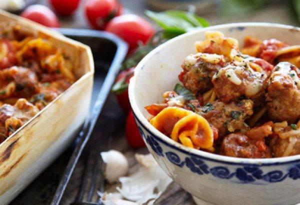 Рецепт                  Тефтели с моцареллой и помидорами