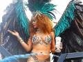 Рианна в откровенном костюме станцевала на карнавале