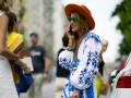 Street style: Самые стильные образы девушек на Неделе мужской моды