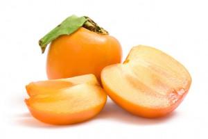 Если хурма зрелая, она от ярко-оранжевого – до темно-коричневого цвета