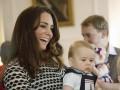 Кейт Миддлтон с 8-месячным сыном играли с другими детьми