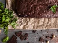 Постный шоколадный пирог с грецкими орехами