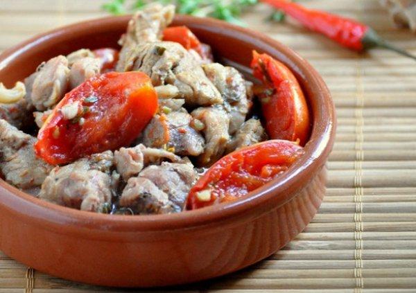 Рецепт                  Пасхальный рецепт: Мясо, тушеное с томатами и пряными травами