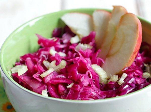 Рецепт                  Салат из капусты с яблоком и сельдереем