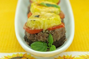 Пирамидки из овощей с мясным фаршем и сыром