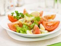 Новогодние рецепты: Салат с лососем и перепелиными яйцами