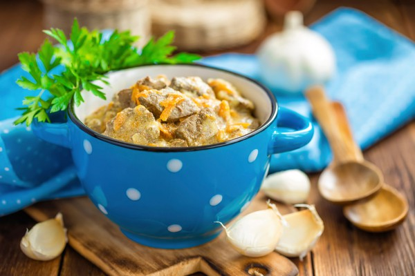 Рецепт                  Тушеная печень в сметане с луком и морковью