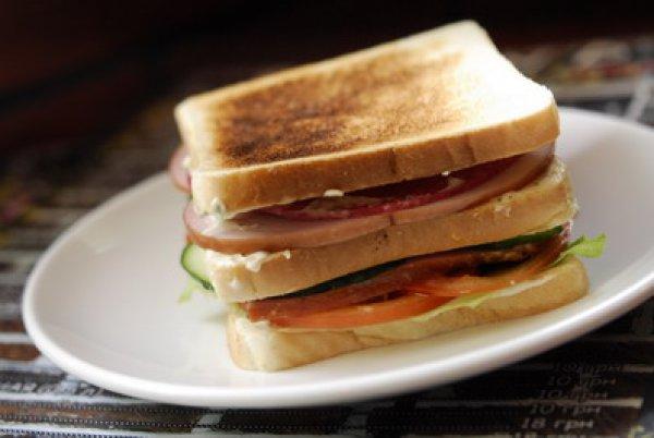 Рецепт                  Сэндвич с колбасой, сыром и овощами