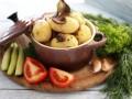 Молодой картофель с грибами по-деревенски