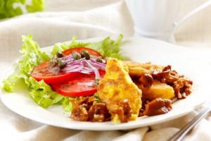 Подавай поленту с жареными грибами и овощами
