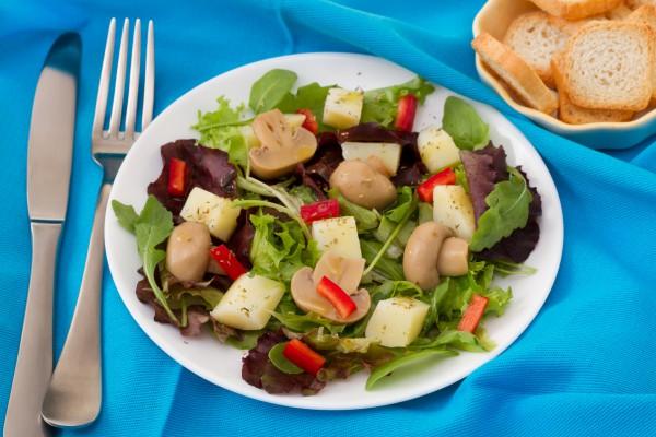 Рецепт                  Постный салат из грибов и картофеля