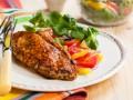 Запеченное куриное филе с овощным салатом