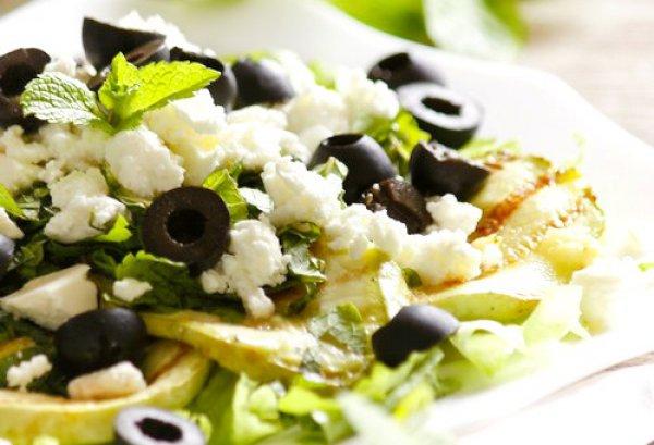 Рецепт                  Летний салат из кабачков с фетой и маслинами
