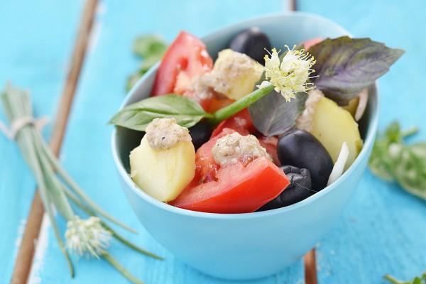 Рецепт                  Картофельный салат с помидорами и маслинами
