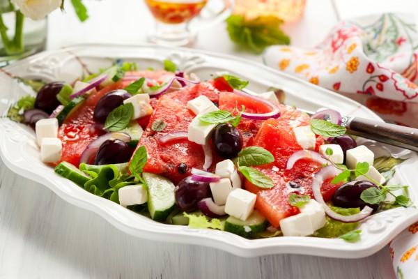 Рецепт                  Салат из арбуза с виноградом и фетой
