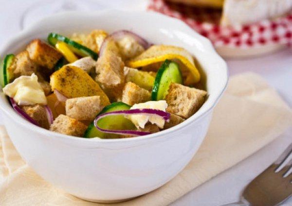 Рецепт                  Салат из айвы с гренками, сыром и красным луком